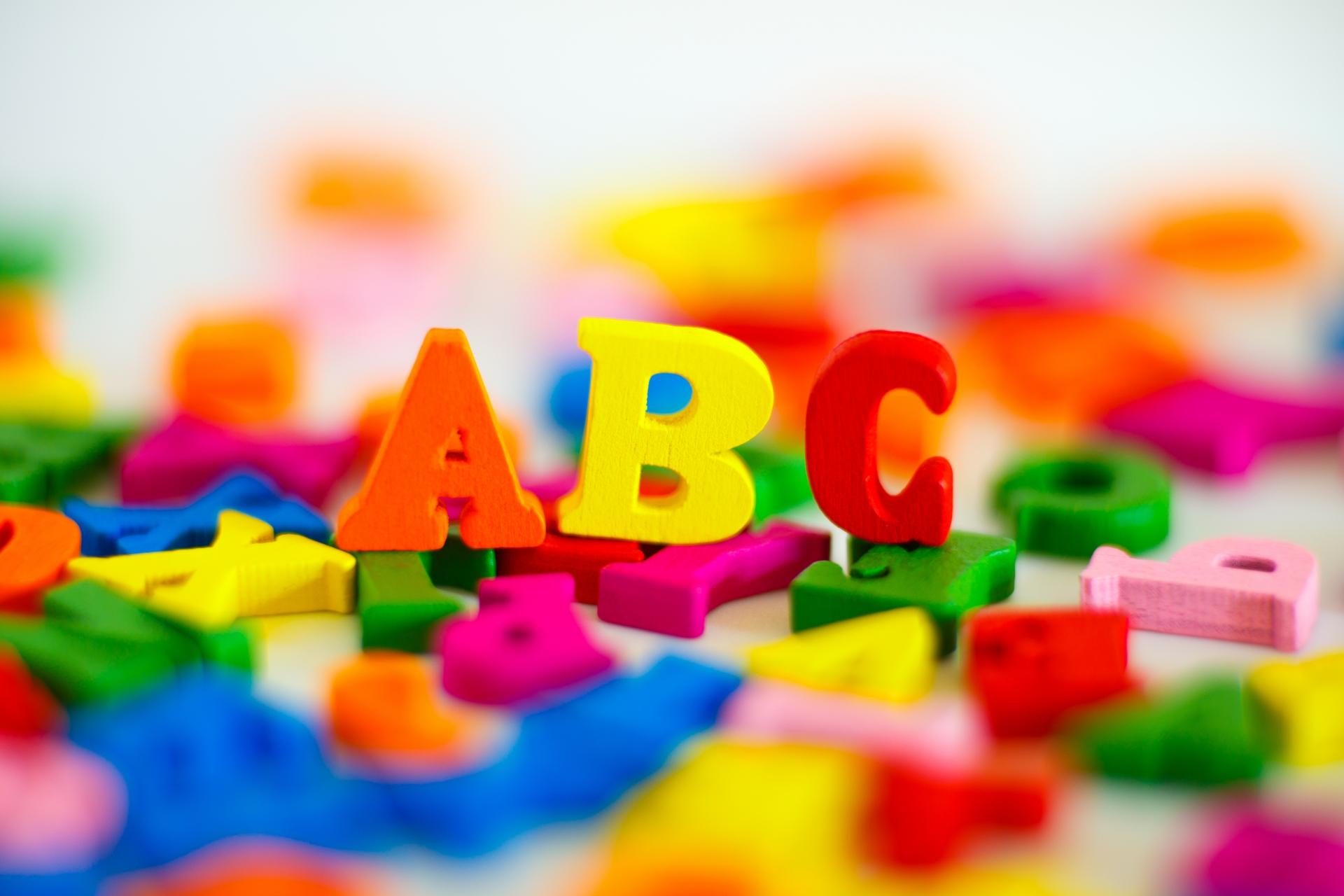 カラフルなアルファベットt