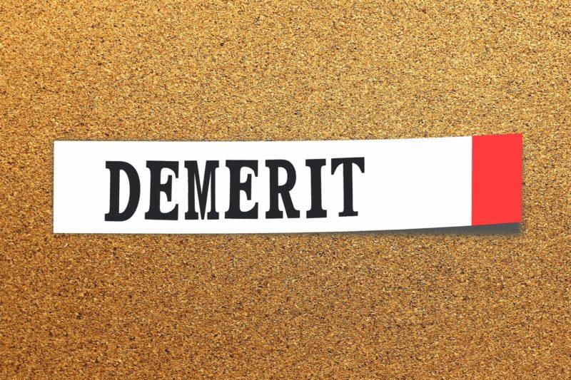付箋に書かれたdemeritの文字